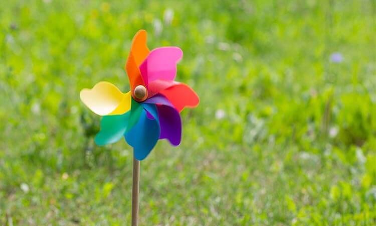 How Do Wind Spinners Work – A Garden Spinner Guide