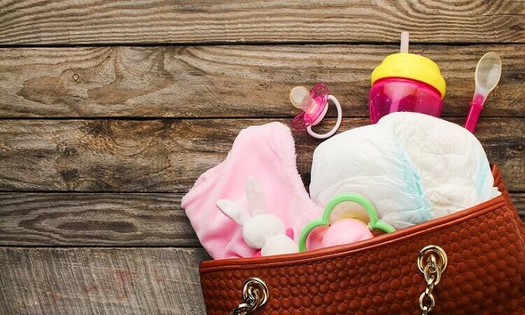 What To Pack In a Diaper Bag For Newborn Babies