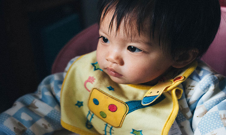 The-7-Best-Bibs-For-Babies-Eating-Solids-Which-Is-Safer