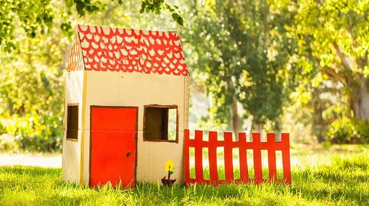 The 7 Best Outdoor Playhouses For 6-Year-Olds