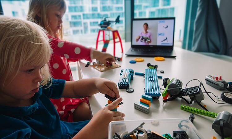 The 7 Best STEM Toys For 2-Year-Olds